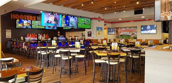Hooters First Location in Guadalajara Area Opens