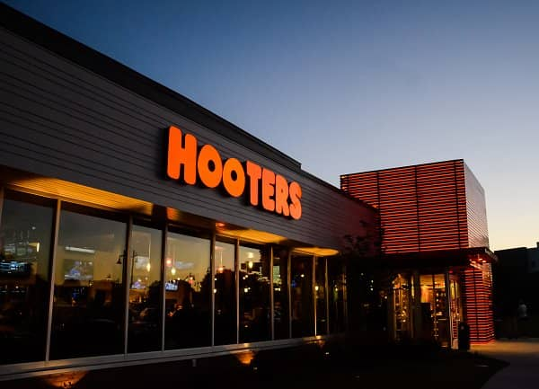 Hooters Spreads its Wings in Spain and Portugal