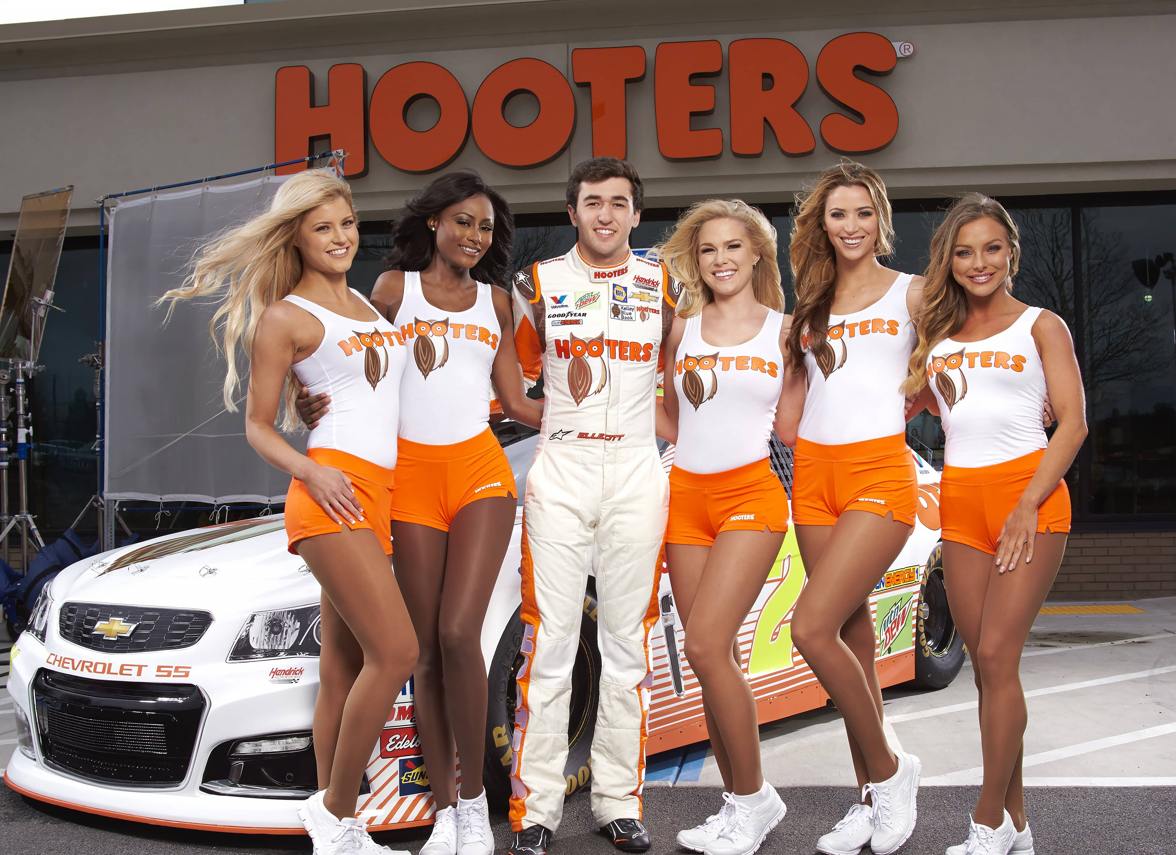 Hooters Calendar May : Hooters calendar girl of the year calendarphone