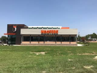 Hooters Opens Newest Location in Bryan, Texas
