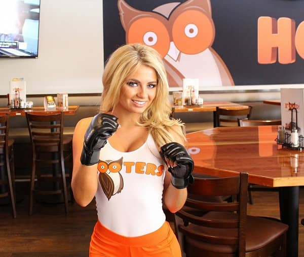 Hooters to Show UFC 231 With New Food Bundles and Reserved Seats