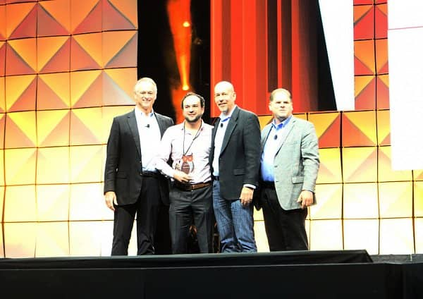 Hooters Presents Hooters de Mexico with  2015 Developer of the Year Award