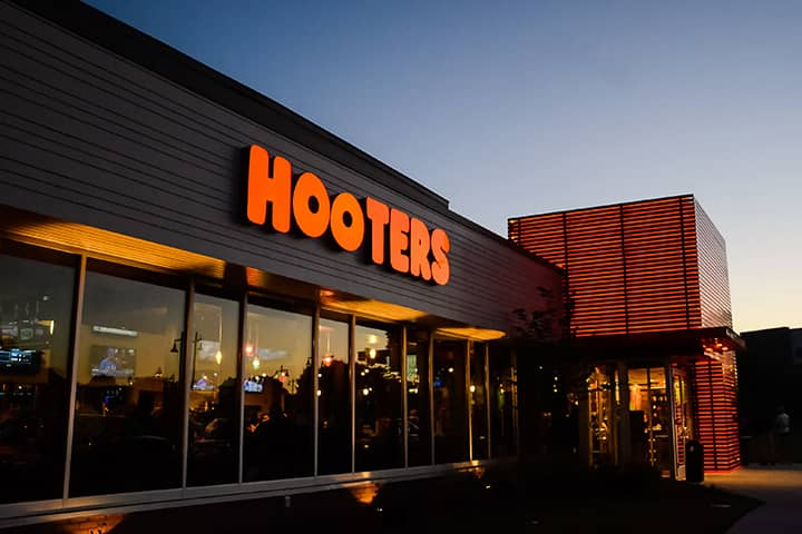 Hooters Location